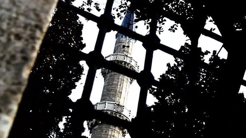 Süleymaniye Camisi'nin Minaresi Neden Parlıyor?